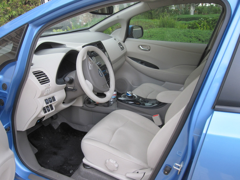 2011 Nissan Leaf SL picture, interior