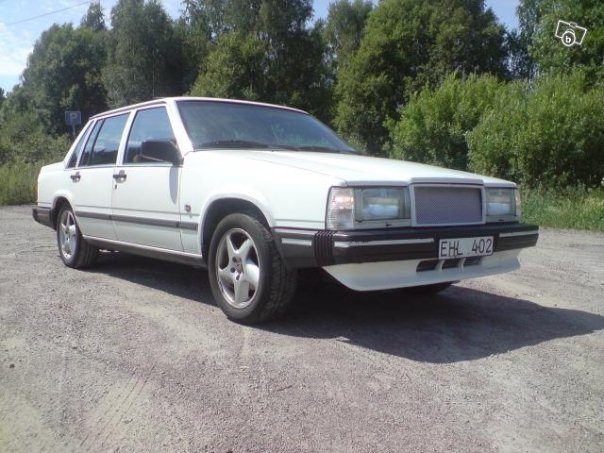 Picture of 1988 Volvo 740