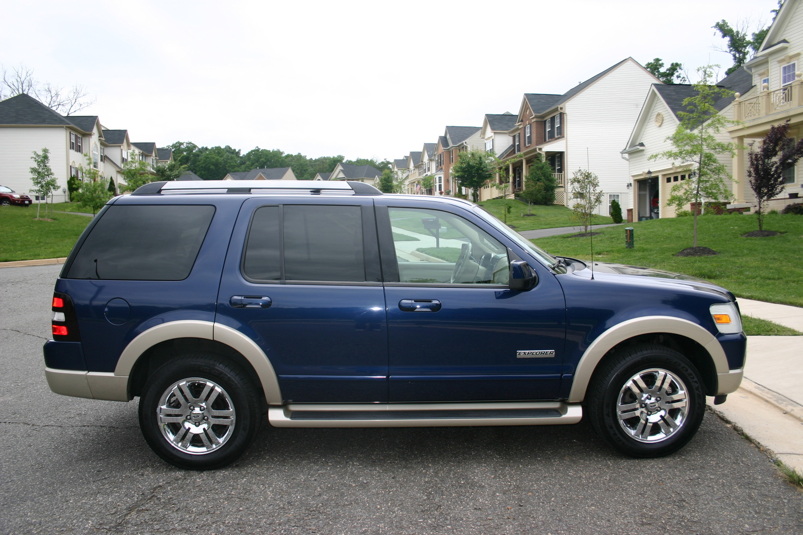 2006 Ford Explorer Pictures C3733 further How To Test Fuel Pressure Regulator Ford F150 also Ford Expedition 5 4 2005 Specs And Images additionally Ford also Messi Wallpaper Hd. on ford expedition 4 6 2001 specs and images
