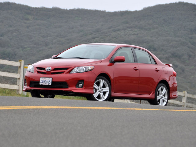 2013 Toyota Corolla, Front quarter, exterior, gallery_worthy