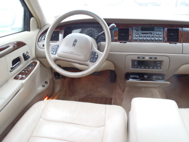 2000 lincoln town car interior pictures cargurus. Black Bedroom Furniture Sets. Home Design Ideas