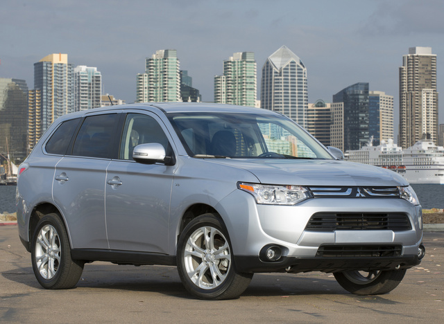 2014 Mitsubishi Outlander, Front-quarter view, exterior, manufacturer, gallery_worthy