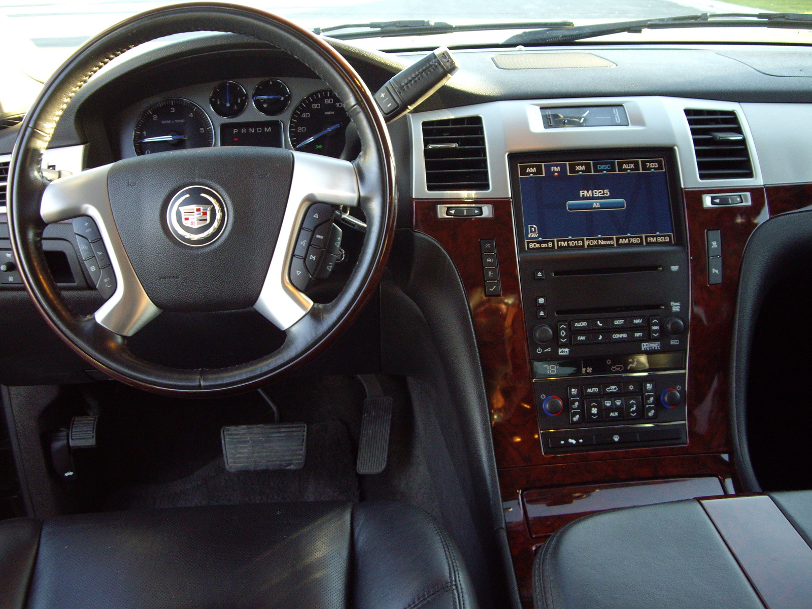 Cadillac Escalade Awd Pic