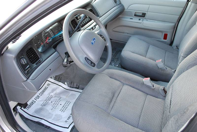 2004 ford crown victoria - pictures