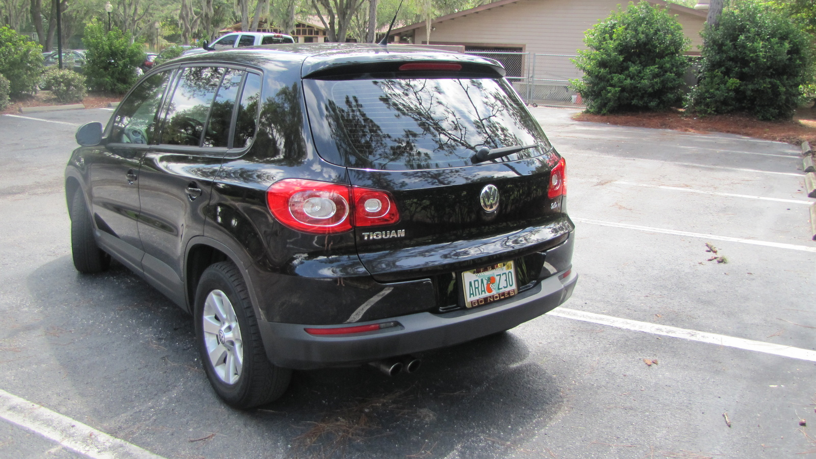 picture of 2010 volkswagen tiguan s exterior. Black Bedroom Furniture Sets. Home Design Ideas