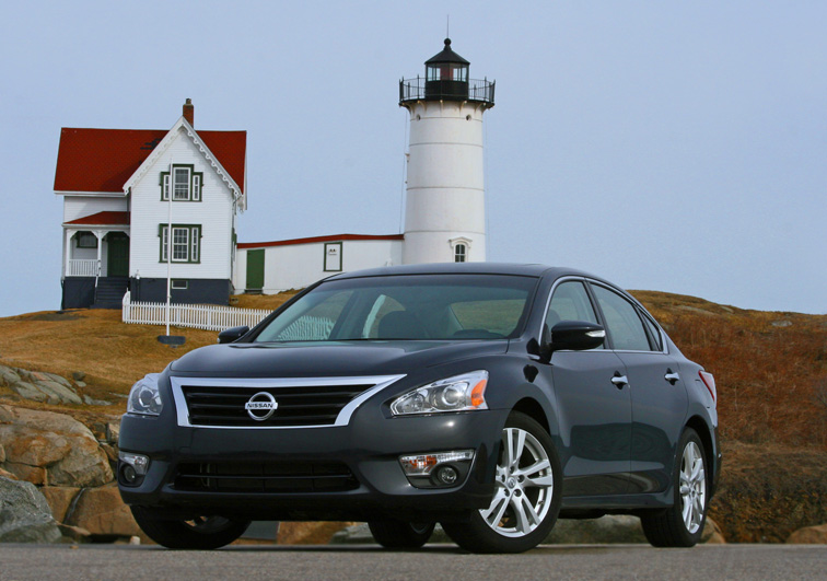2013 Nissan Altima, Front-quarter view, lead_in, exterior