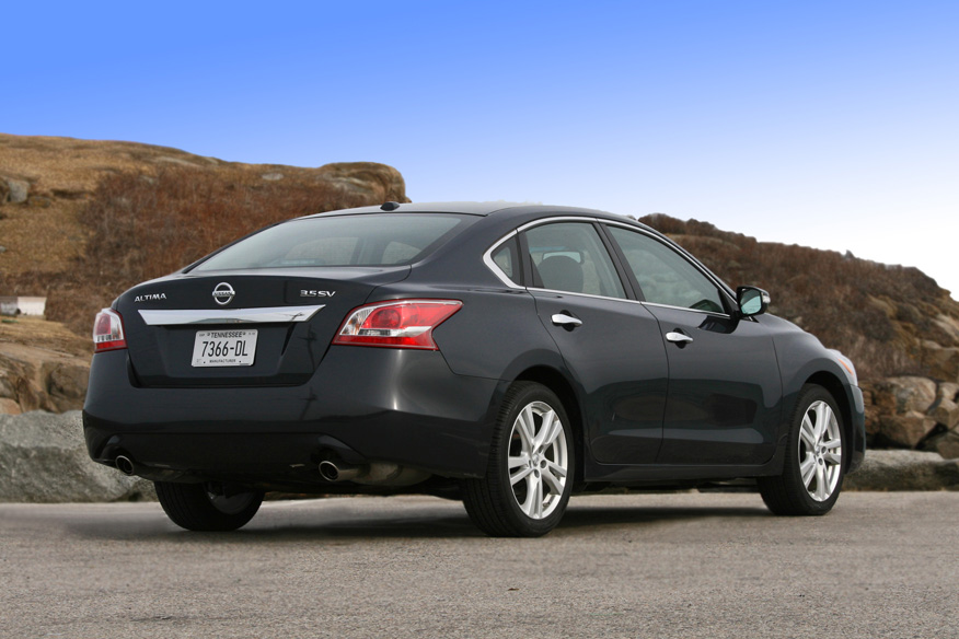 2013 Nissan Altima, Rear-quarter view, exterior