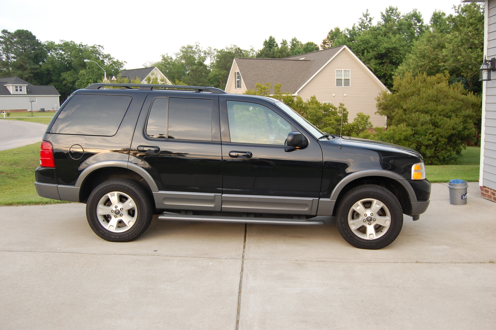2003 ford explorer pictures cargurus. Black Bedroom Furniture Sets. Home Design Ideas