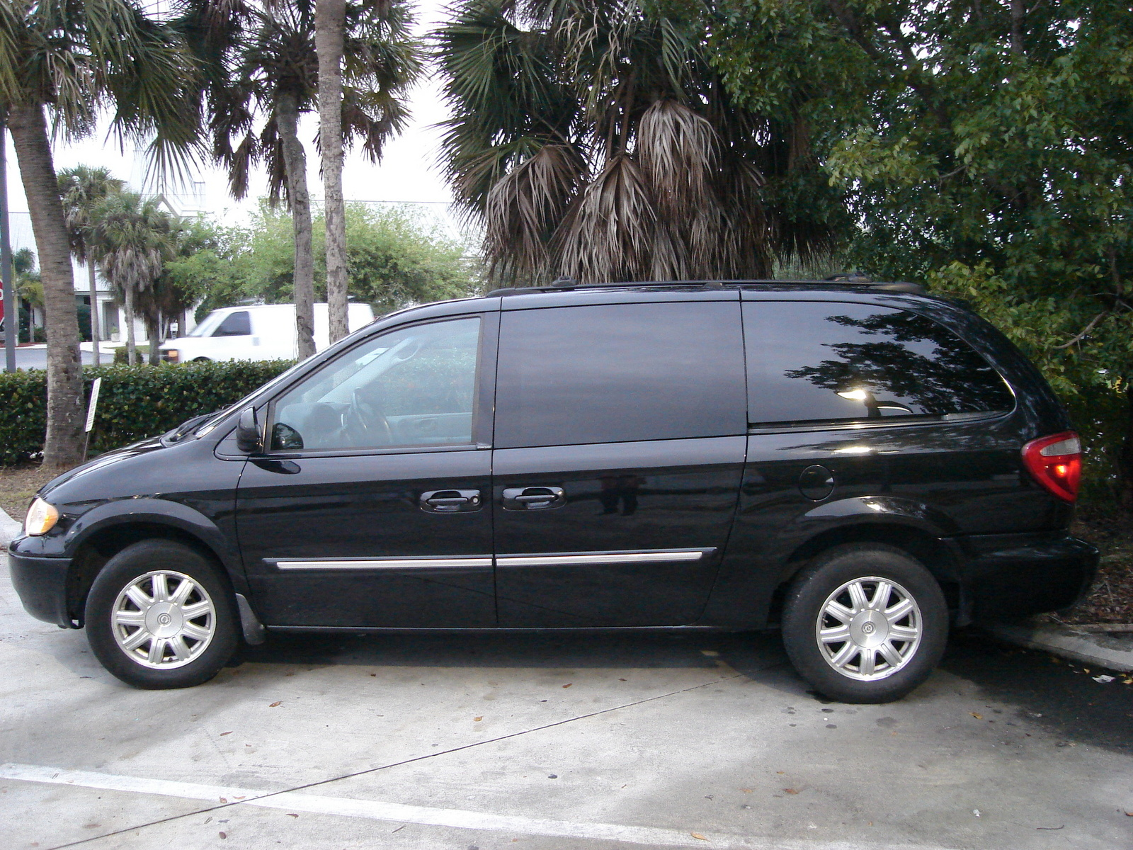 2005 chrysler town and country engine size  2005  free