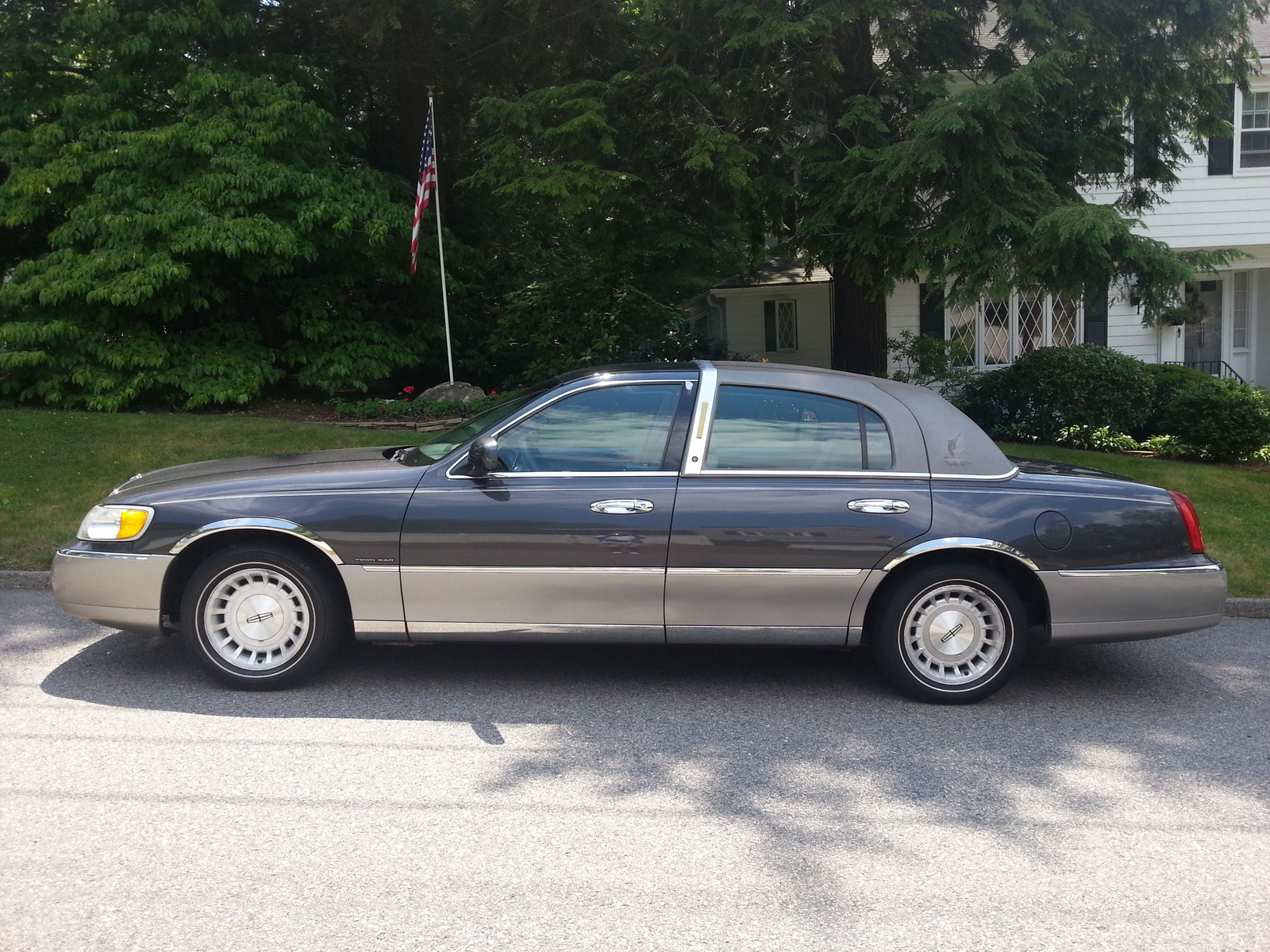 1998 Lincoln Town Car - Pictures