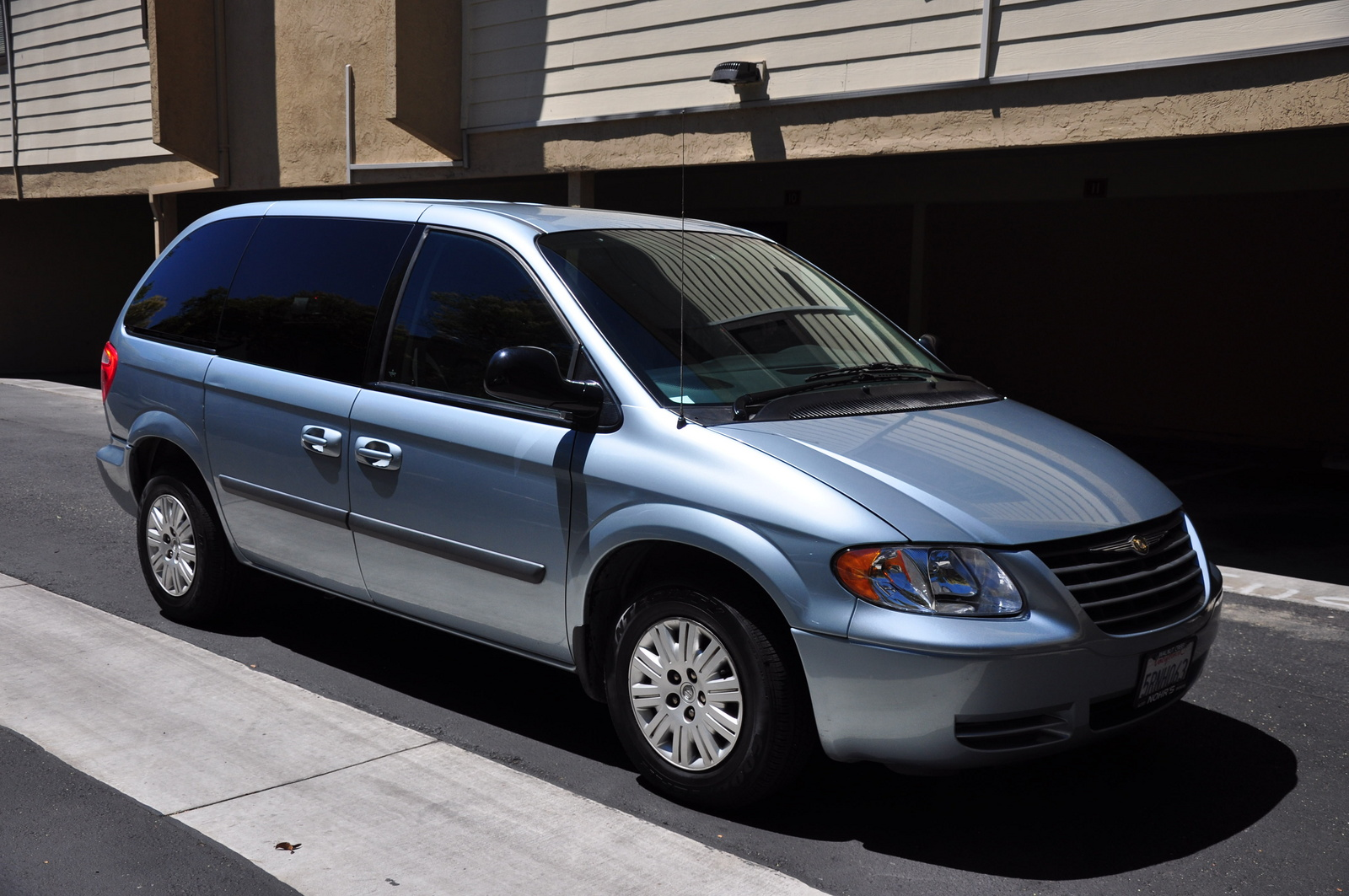 picture of 2005 chrysler town country base exterior. Cars Review. Best American Auto & Cars Review