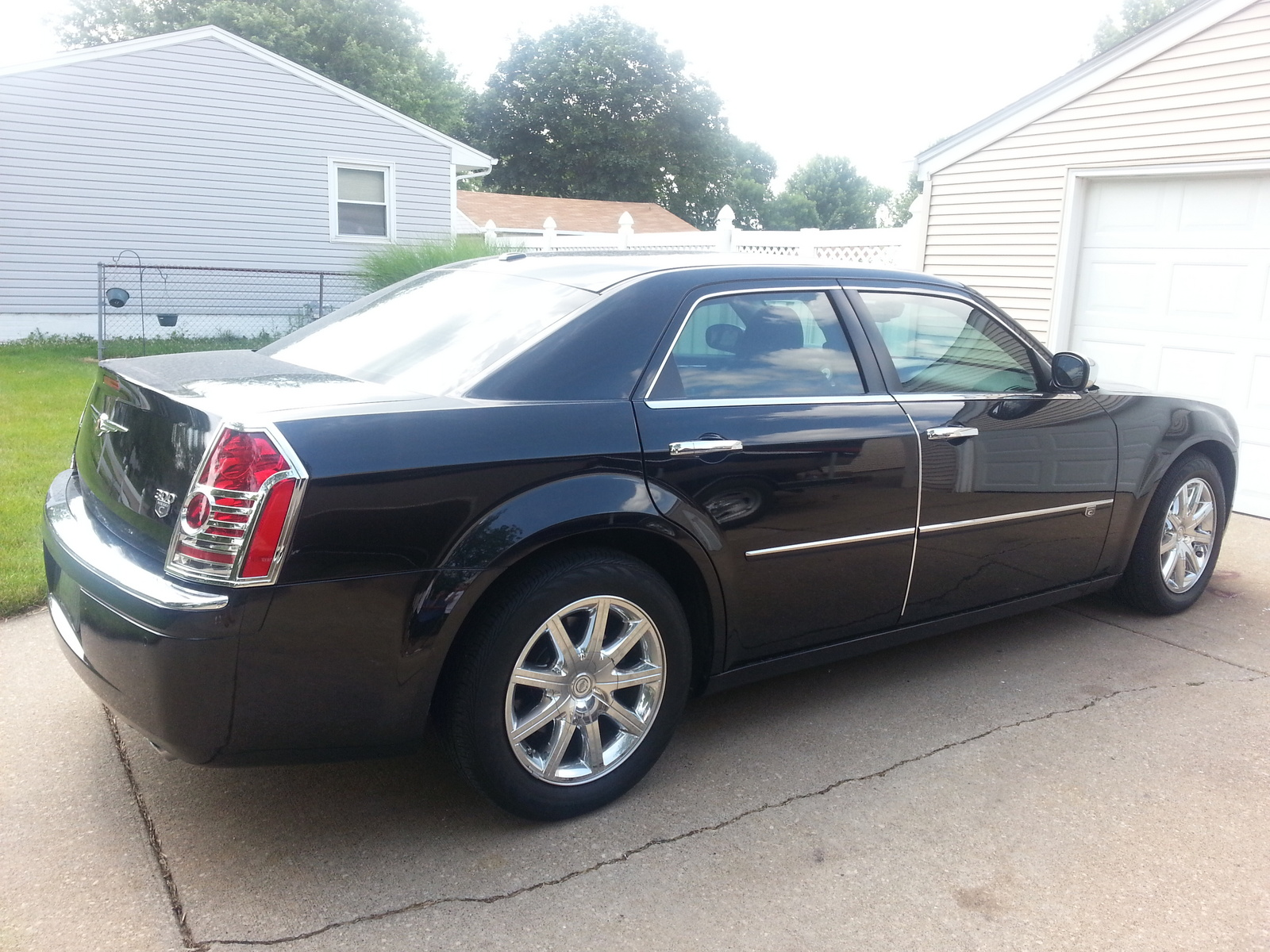 2009 chrysler 300 exterior pictures cargurus. Black Bedroom Furniture Sets. Home Design Ideas