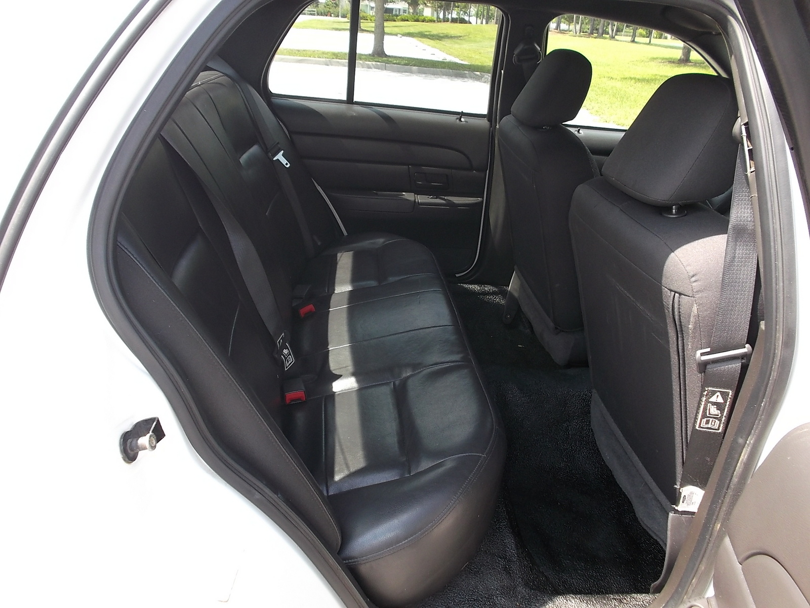 2004 ford crown victoria - interior pictures