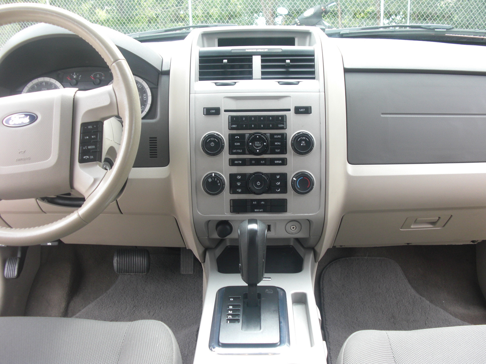 2010 ford escape interior features. Black Bedroom Furniture Sets. Home Design Ideas