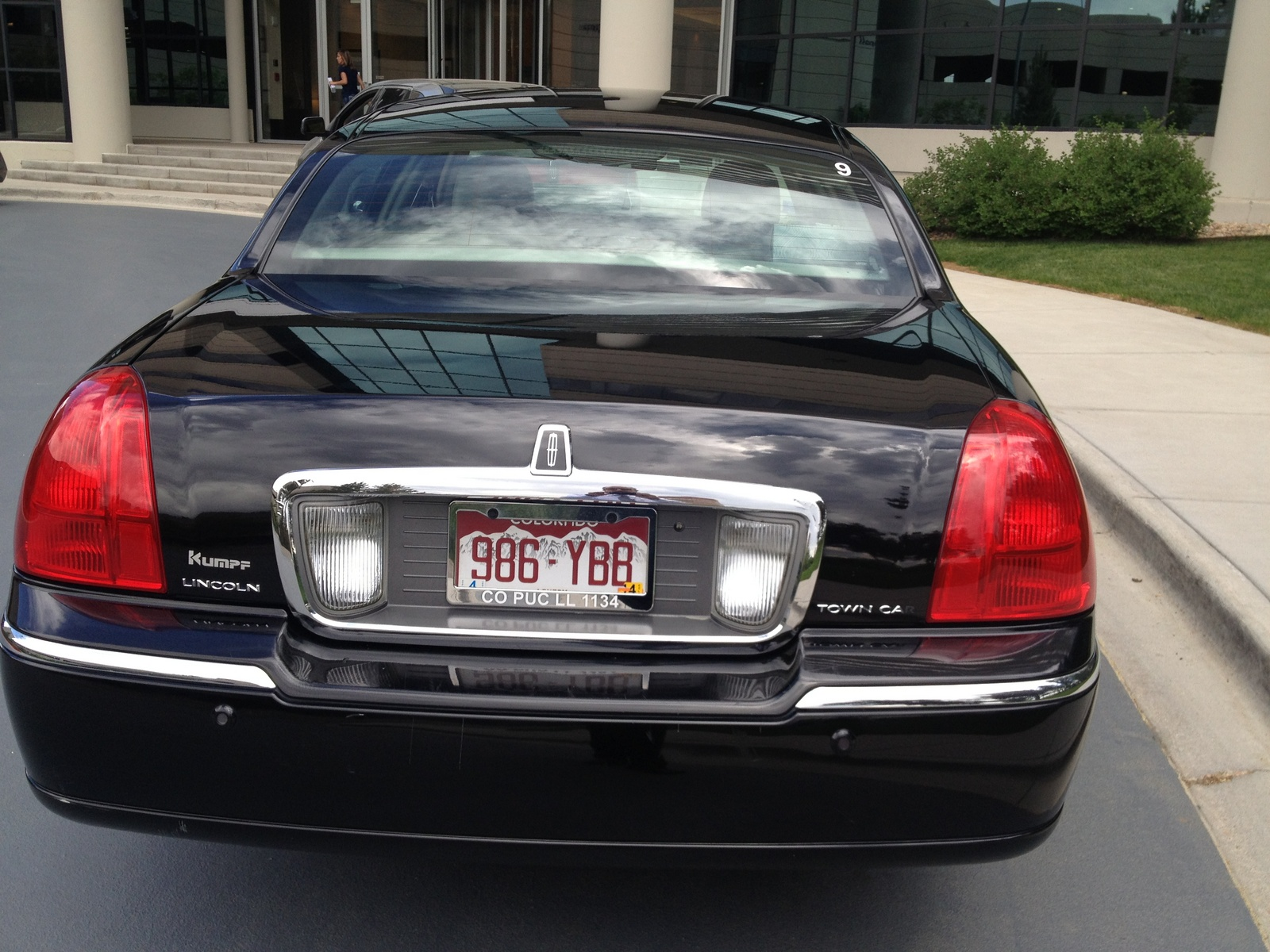http://static.cargurus.com/images/site/2013/07/13/13/58/2003_lincoln_town_car_cartier-pic-6273349802762541771.jpeg