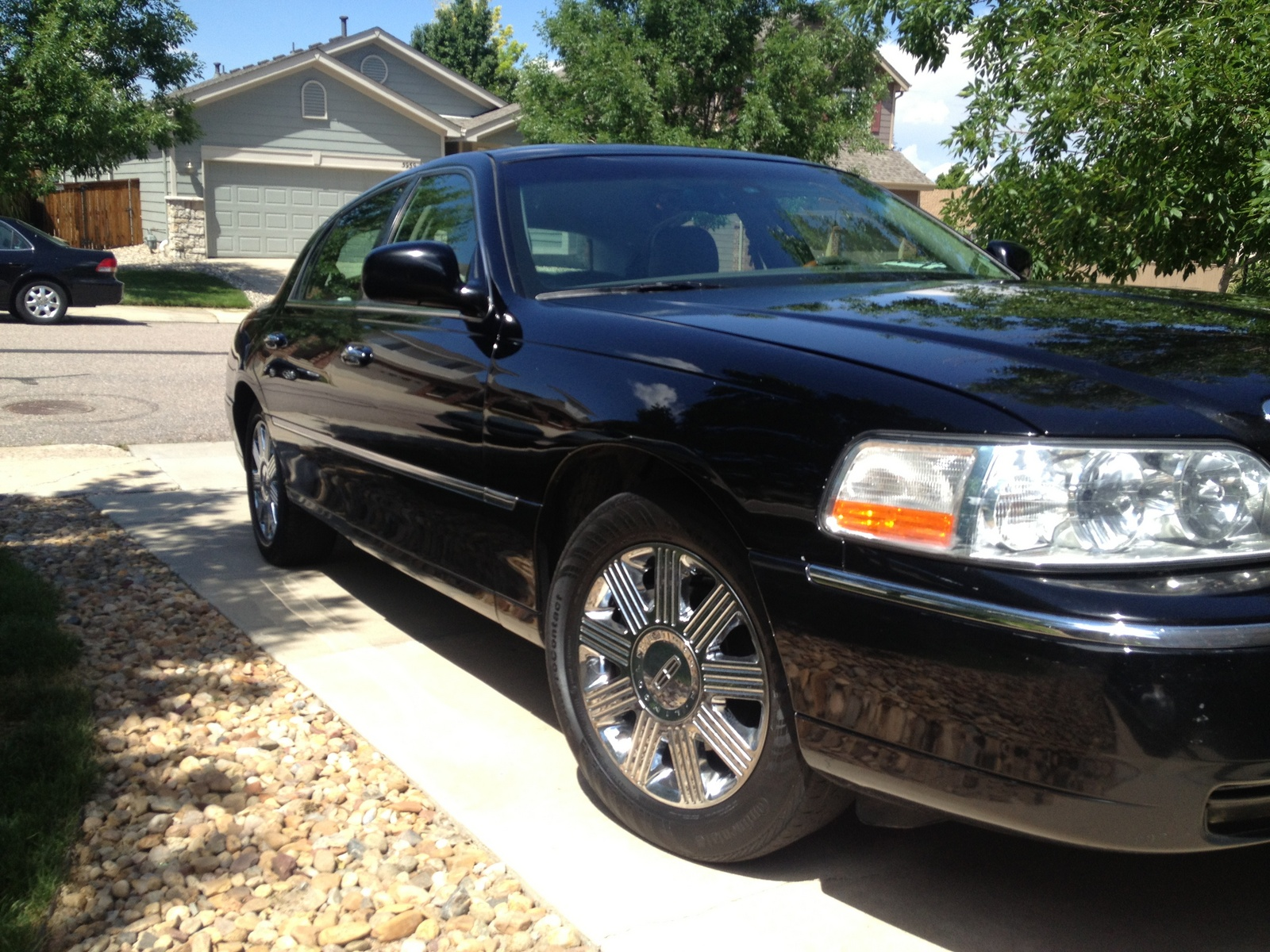 Lincoln Town Car Cartier Pic