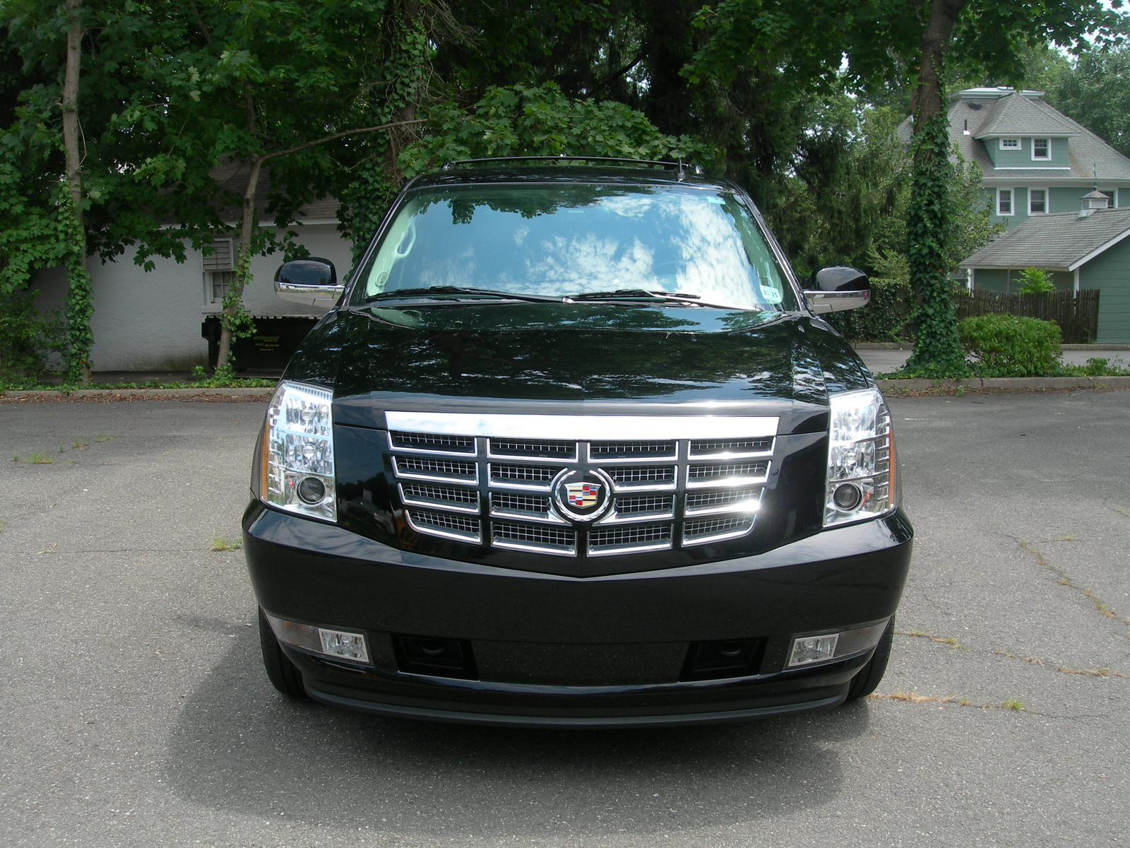 2011 cadillac escalade premium vs luxury escalade. Black Bedroom Furniture Sets. Home Design Ideas