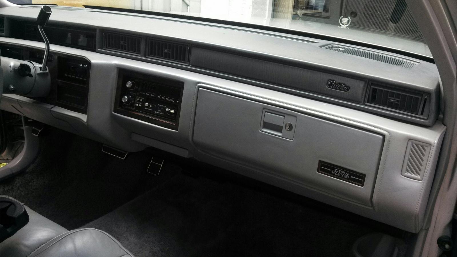 Cadillac Deville Base Sedan Pic