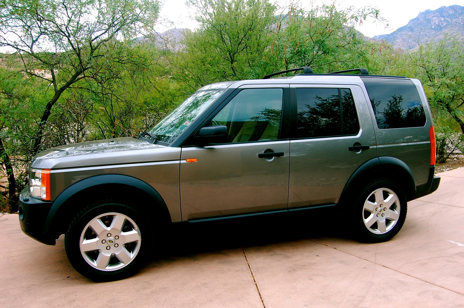 2007 land rover lr3 review and photos new car test drive. Black Bedroom Furniture Sets. Home Design Ideas