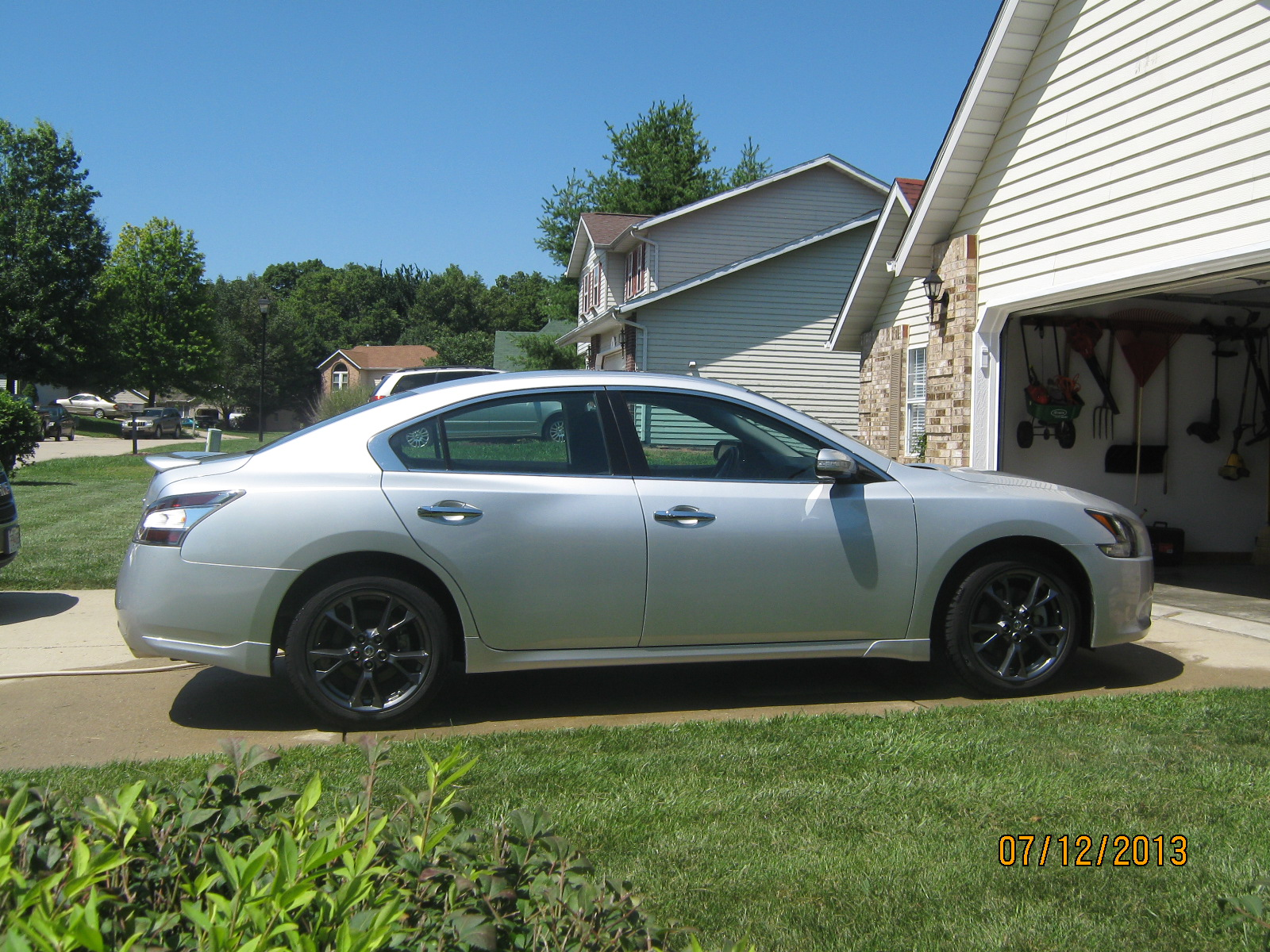 File 2009 Nissan Maxima SV also Nissan Maxima Lowered together with 2014 as well 2014 Nissan Sunny New Car Review furthermore 2010 Nissan Maxima. on 2013 nissan maxima sv