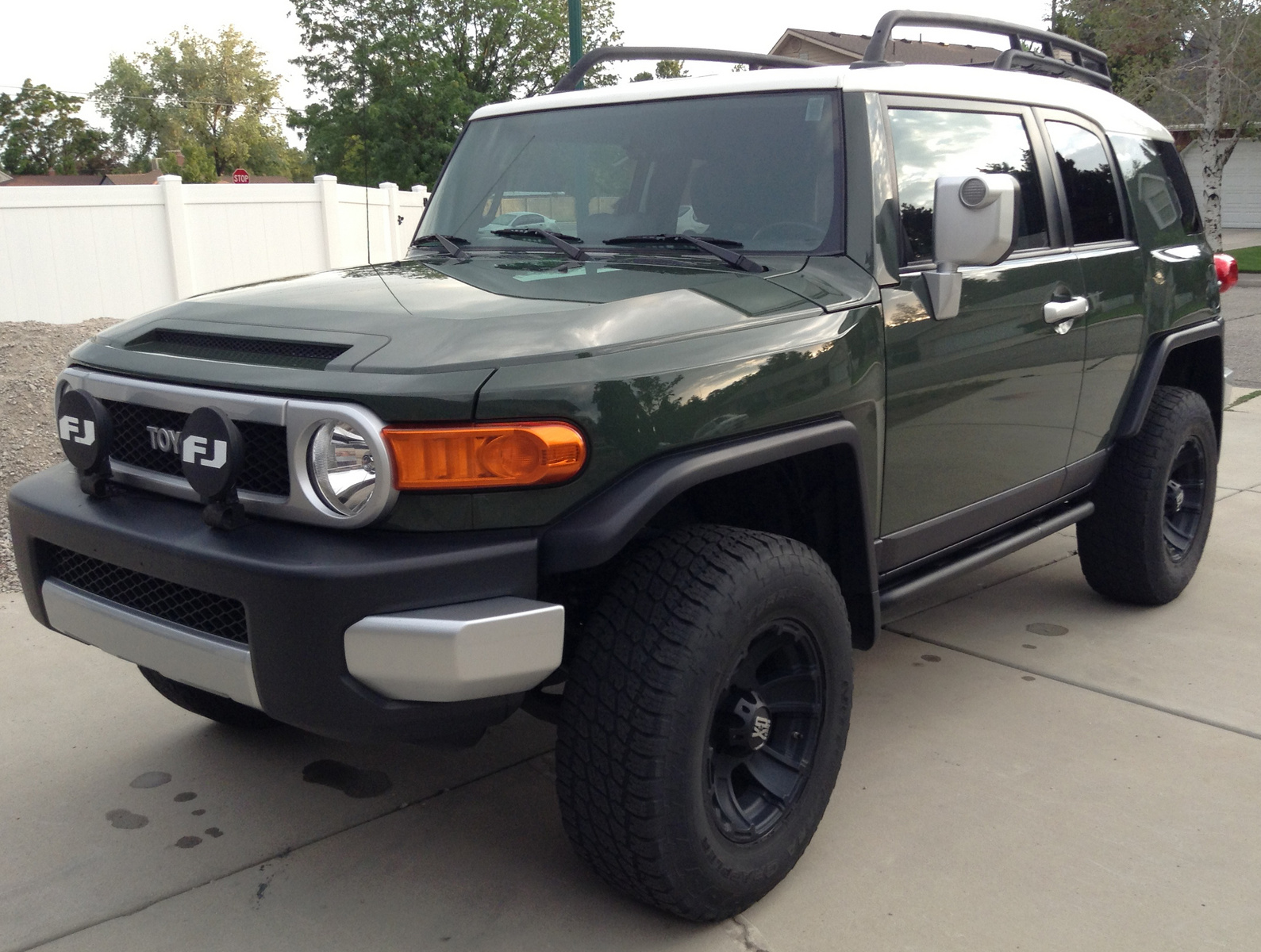 2010 toyota fj cruiser reviews specs and prices autos post. Black Bedroom Furniture Sets. Home Design Ideas