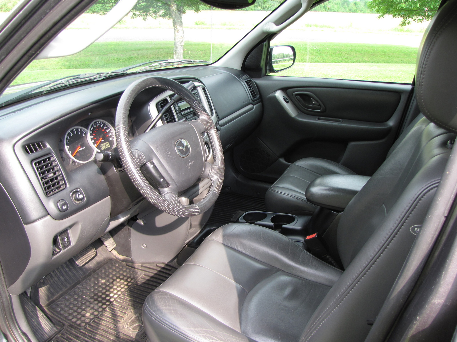 2004 mazda tribute interior pictures cargurus. Black Bedroom Furniture Sets. Home Design Ideas