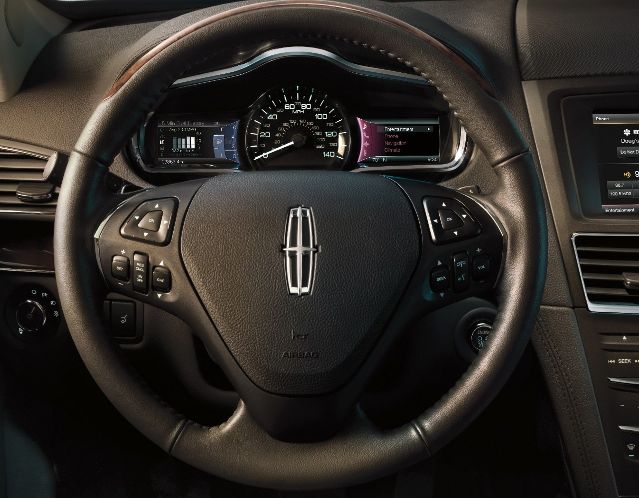 2014 Lincoln MKT steering wheel