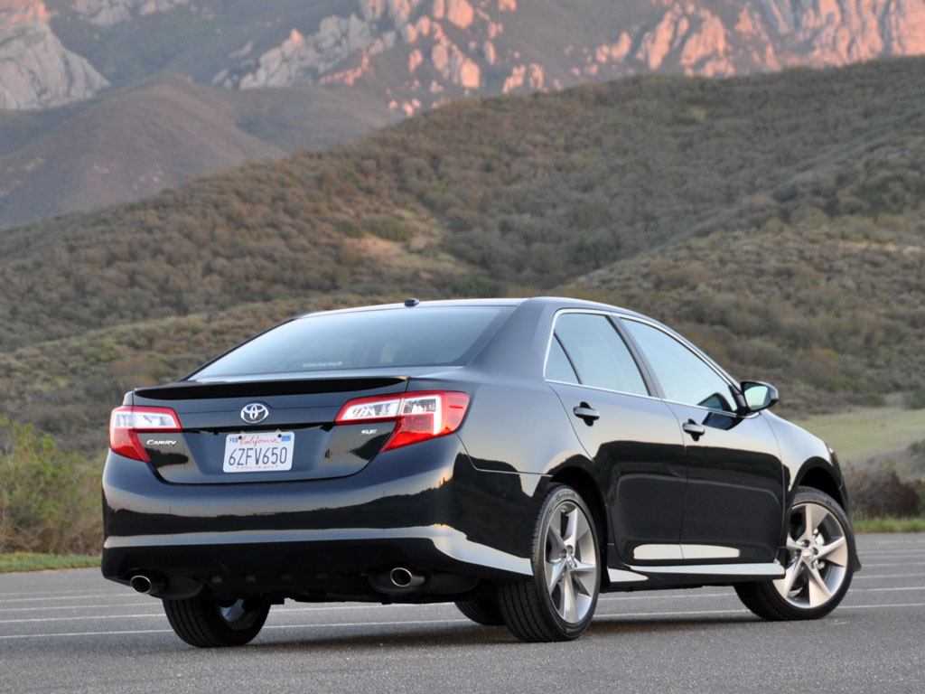 2013 Toyota Camry, Rear-quarter view, look_and_feel, exterior