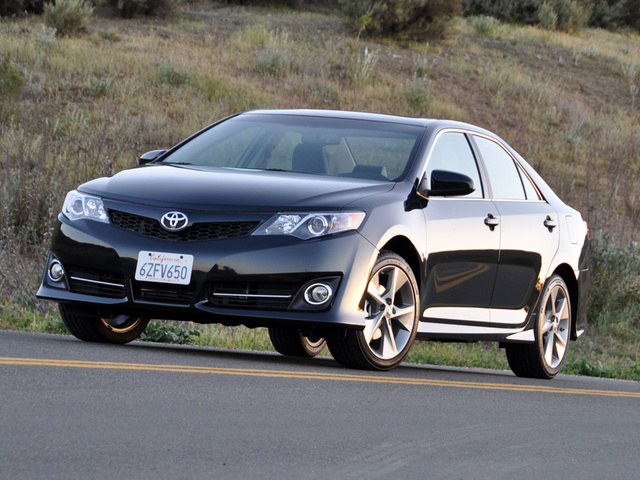 2013 Toyota Camry, Another front-quarter view, exterior