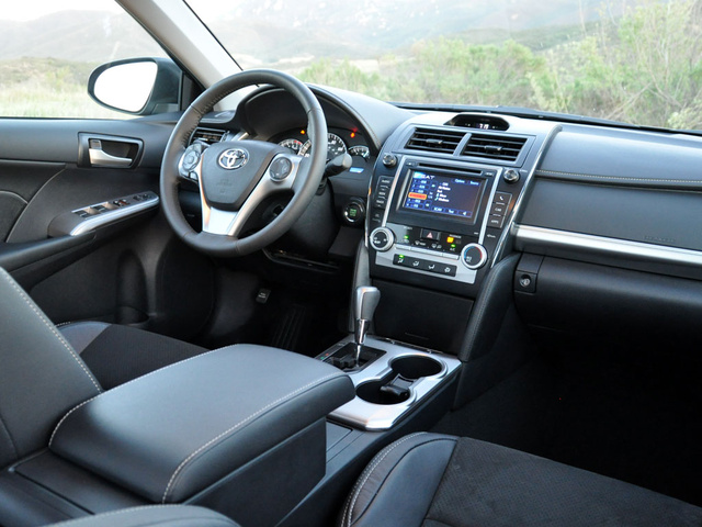 2013 Toyota Camry, Dashboard and front-seat accommodations, interior