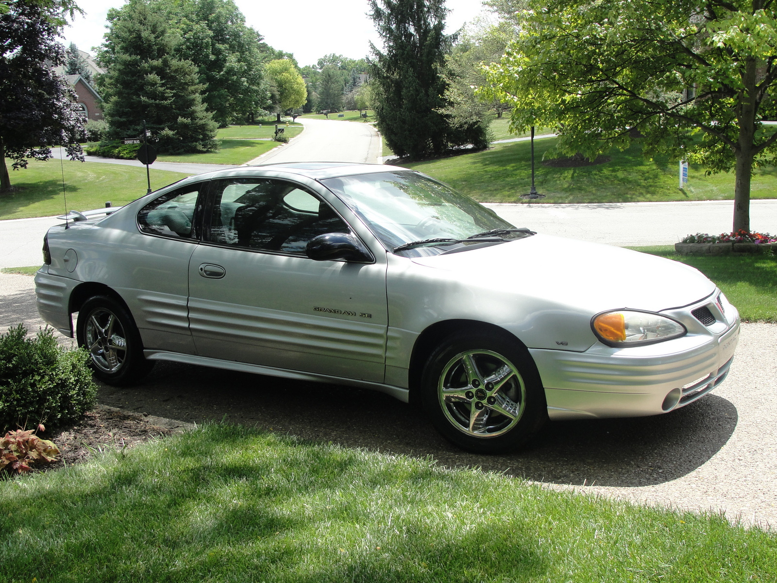 2002 pontiac grand am se related infomation specifications. Black Bedroom Furniture Sets. Home Design Ideas
