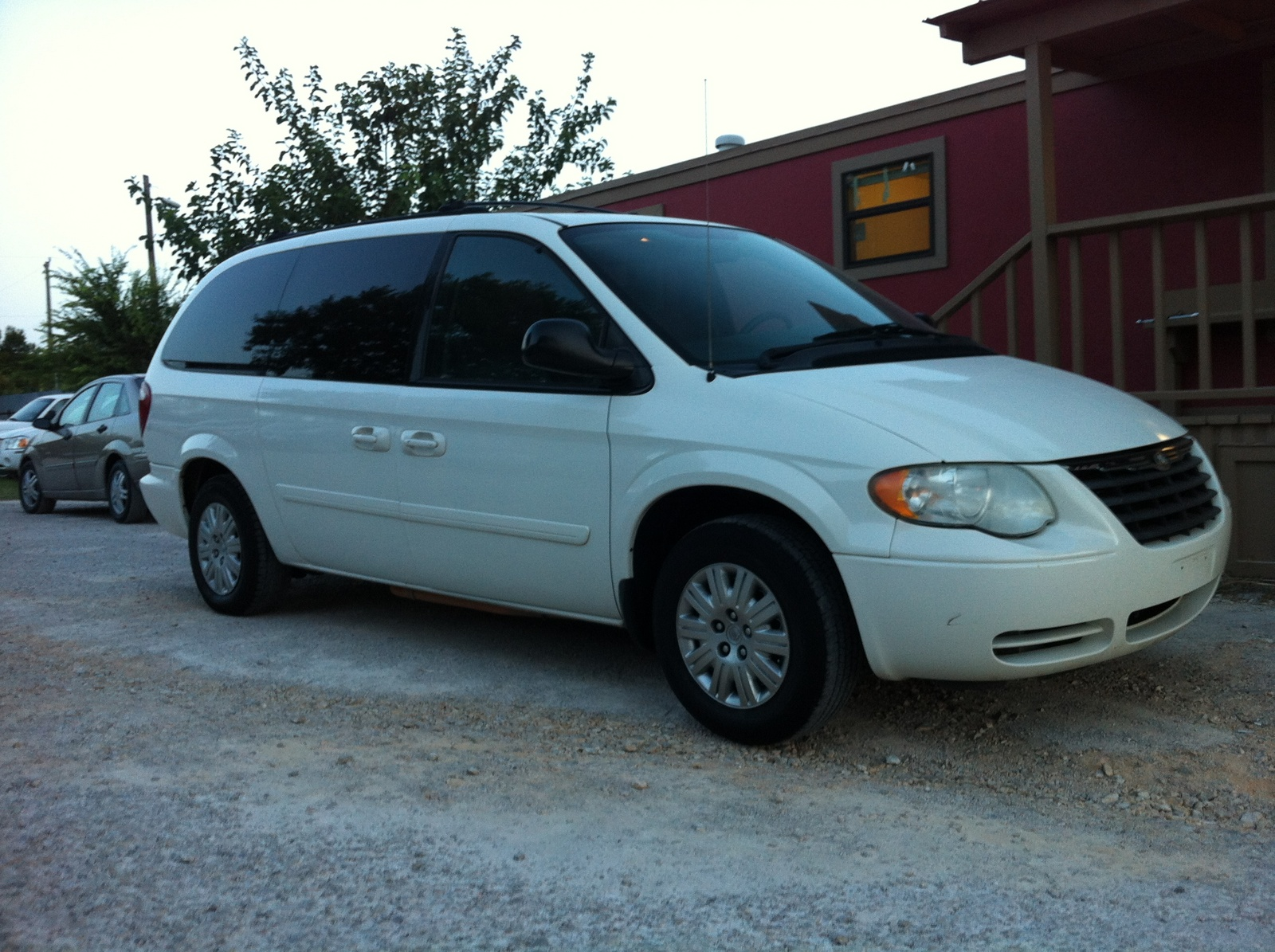 Ford Dealers Near Me >> 2005 Chrysler Town & Country - Pictures - CarGurus
