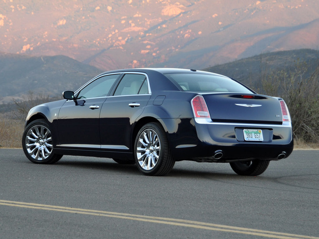 Used Chrysler Town And Country >> 2013 Chrysler 300 - Overview - CarGurus