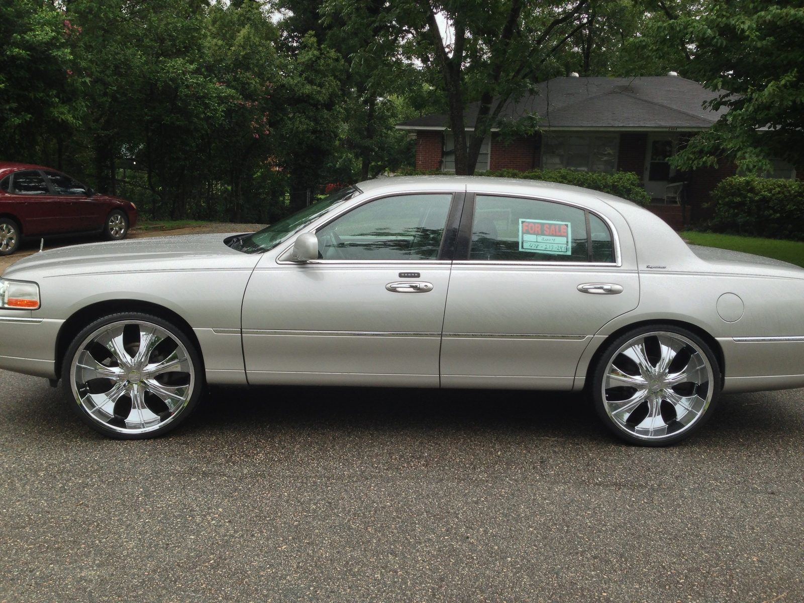 2004 lincoln town car pictures cargurus