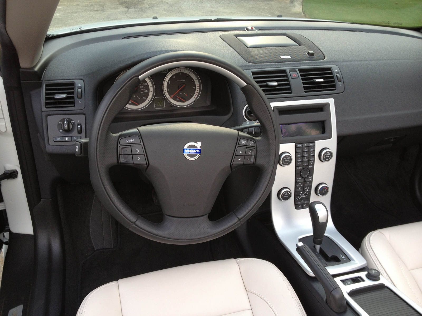 Picture of 2012 Volvo C70 T5 Platinum, interior