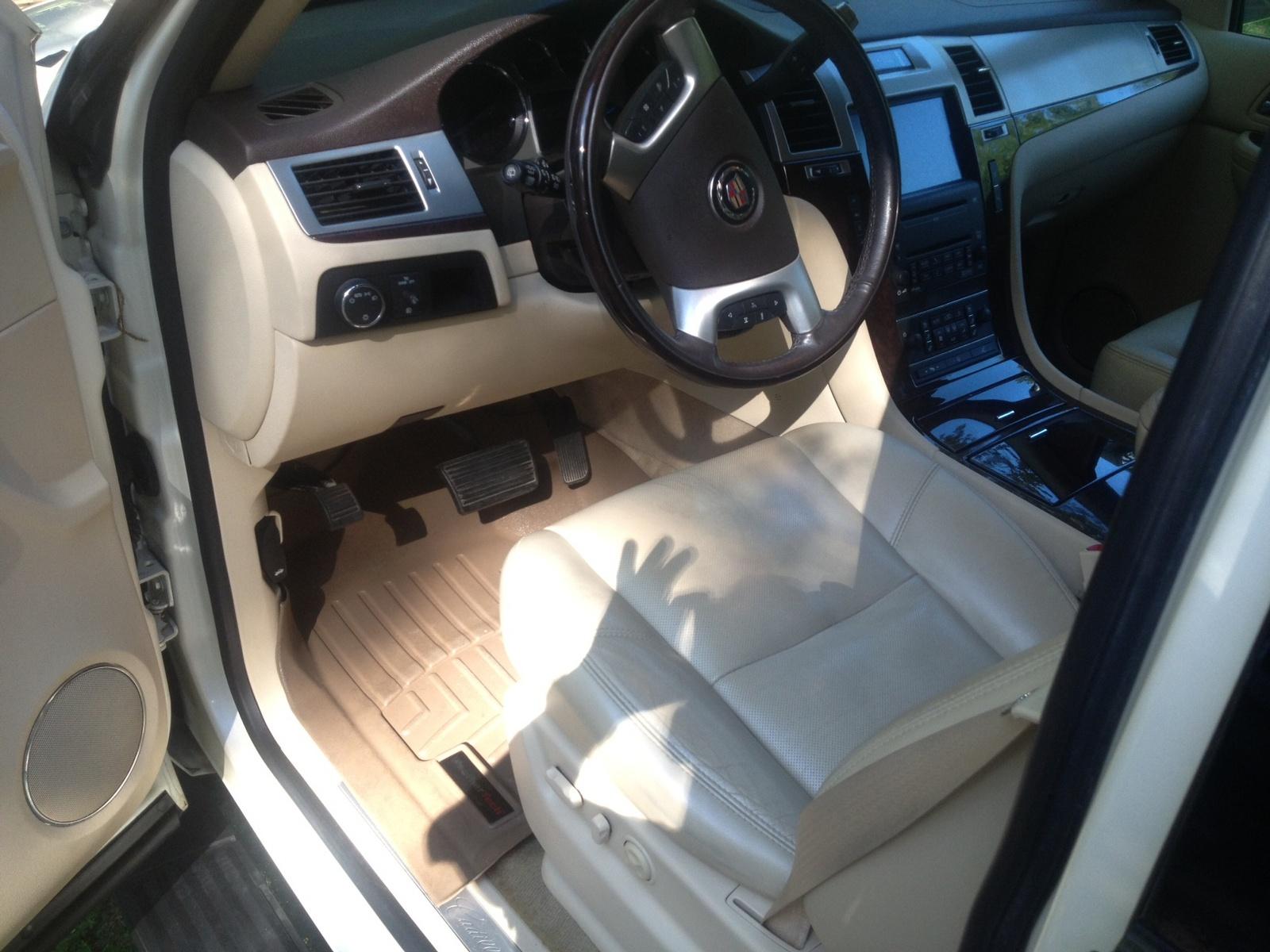 Cadillac Escalade Base Pic