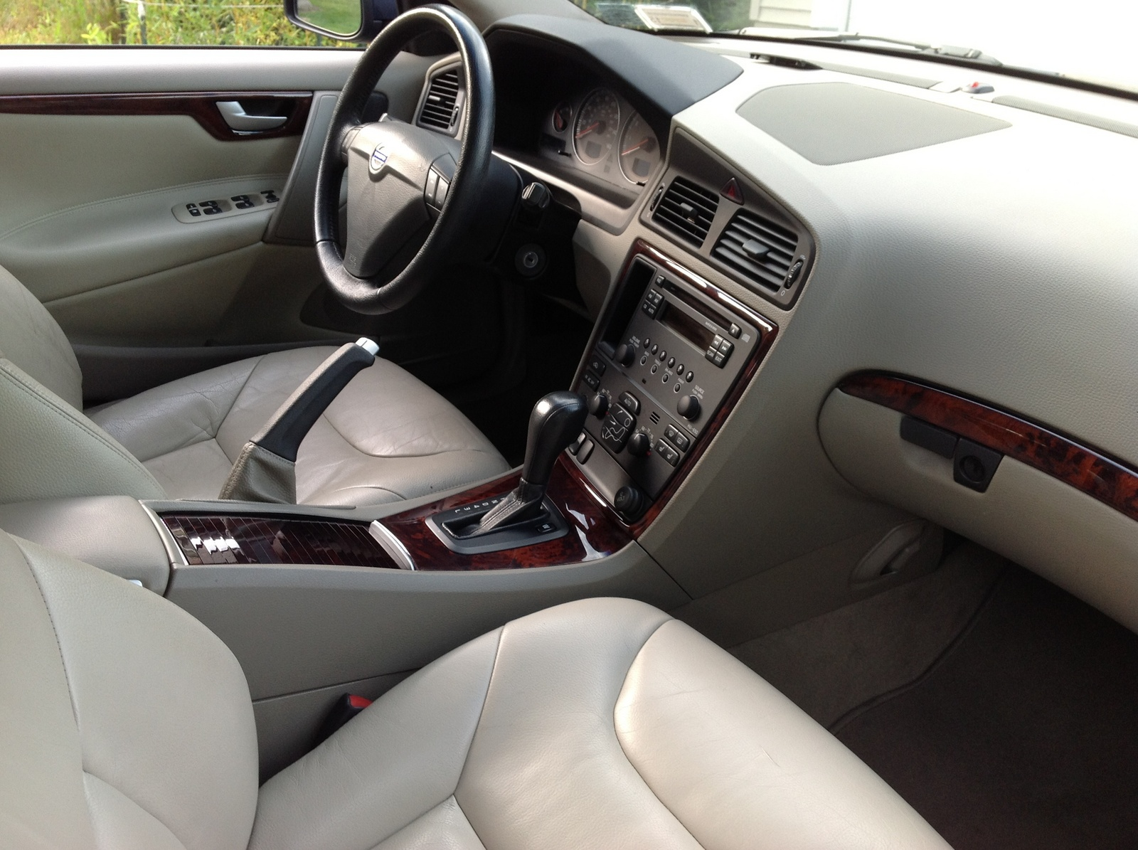 Volvo S T Awd Pic on 2005 Volvo S40 Interior