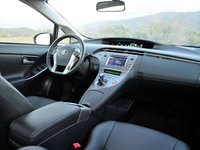 2013 Toyota Prius, Dashboard & front seats, technology, interior