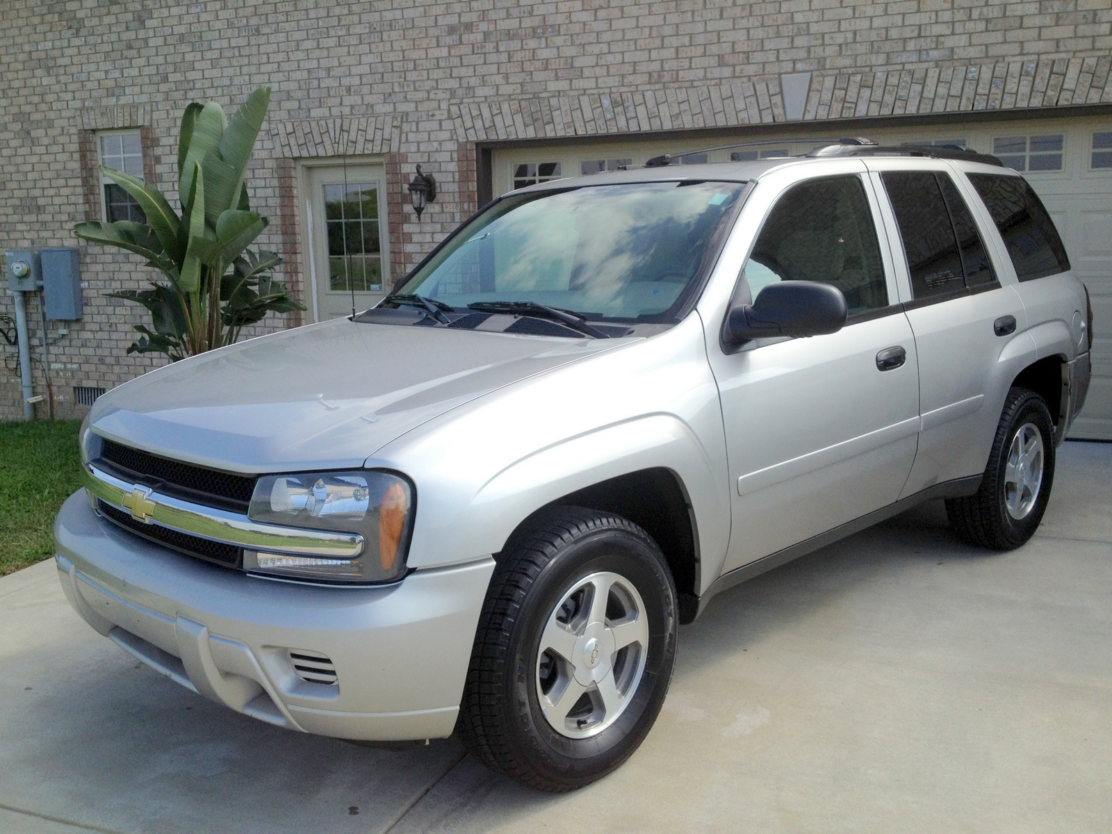 2006 chevrolet trailblazer bing images. Black Bedroom Furniture Sets. Home Design Ideas
