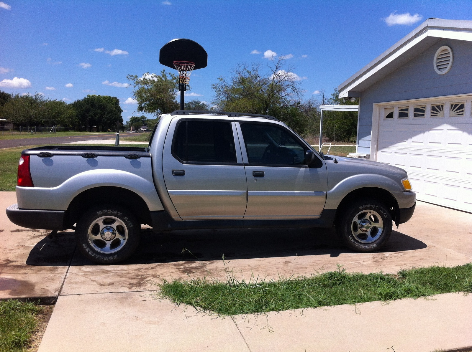 picture of 2005 ford explorer sport trac 4 dr xls crew cab sb. Cars Review. Best American Auto & Cars Review
