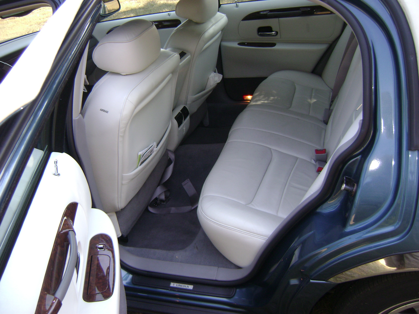 2002 lincoln town car interior pictures cargurus. Black Bedroom Furniture Sets. Home Design Ideas