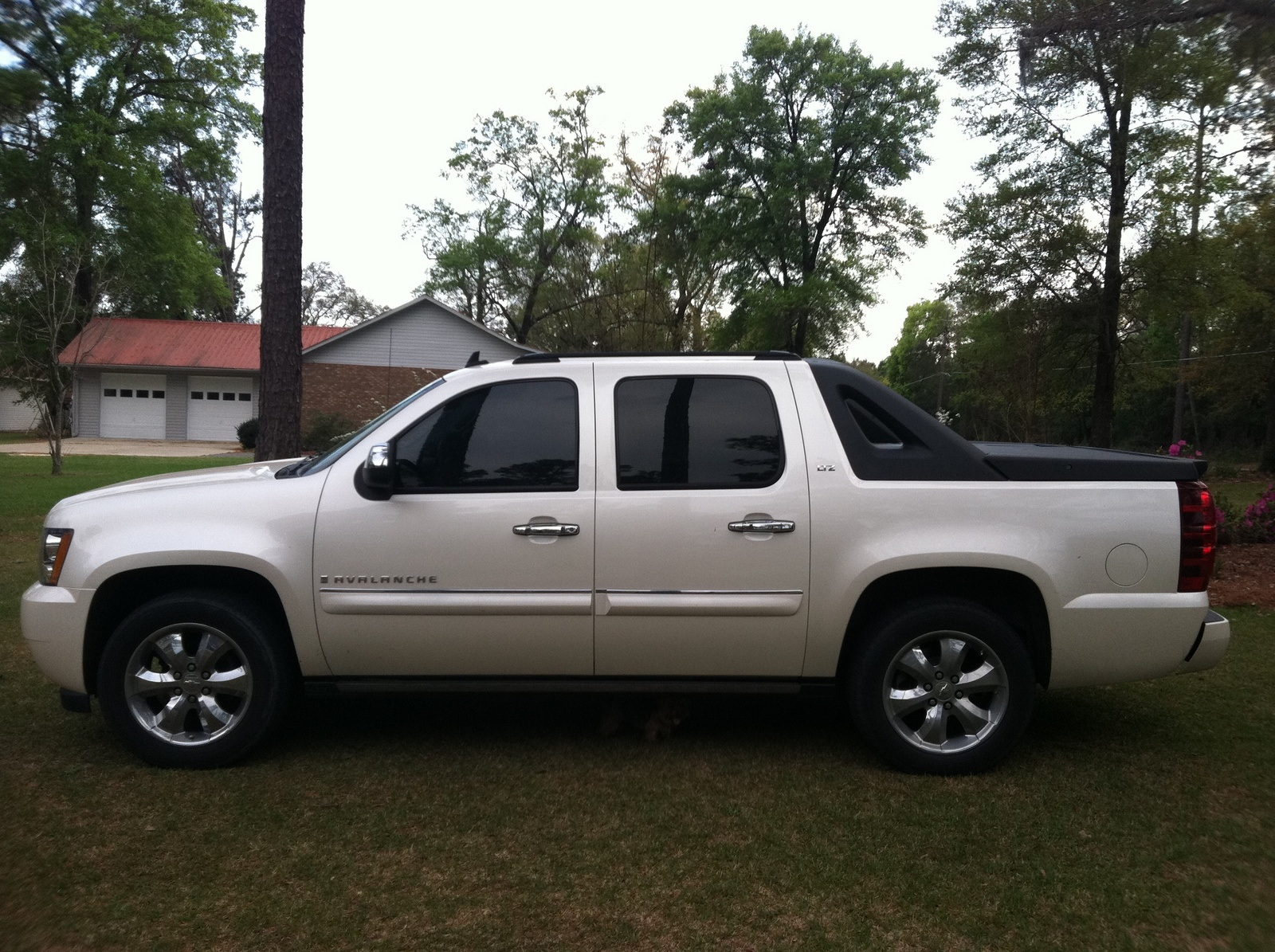 2013 chevrolet avalanche ltz black diamond review the ultimate last. Cars Review. Best American Auto & Cars Review