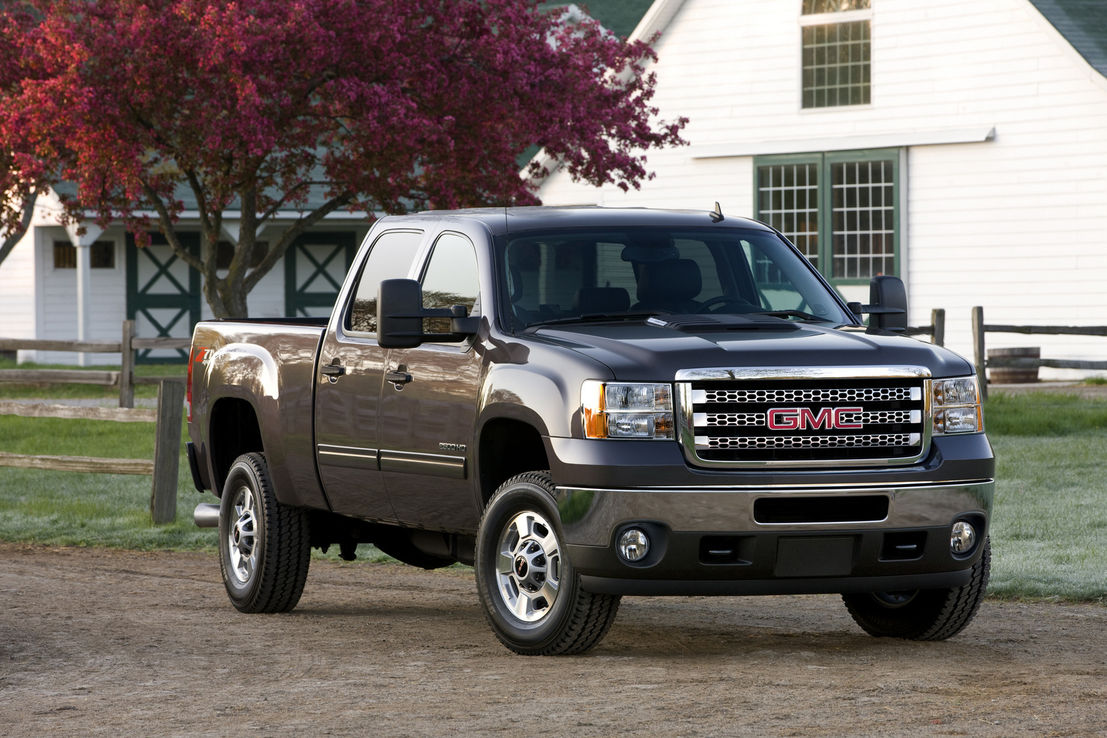 2014 GMC Sierra 2500HD, Front-quarter view. Copyright General Motors, exterior, manufacturer