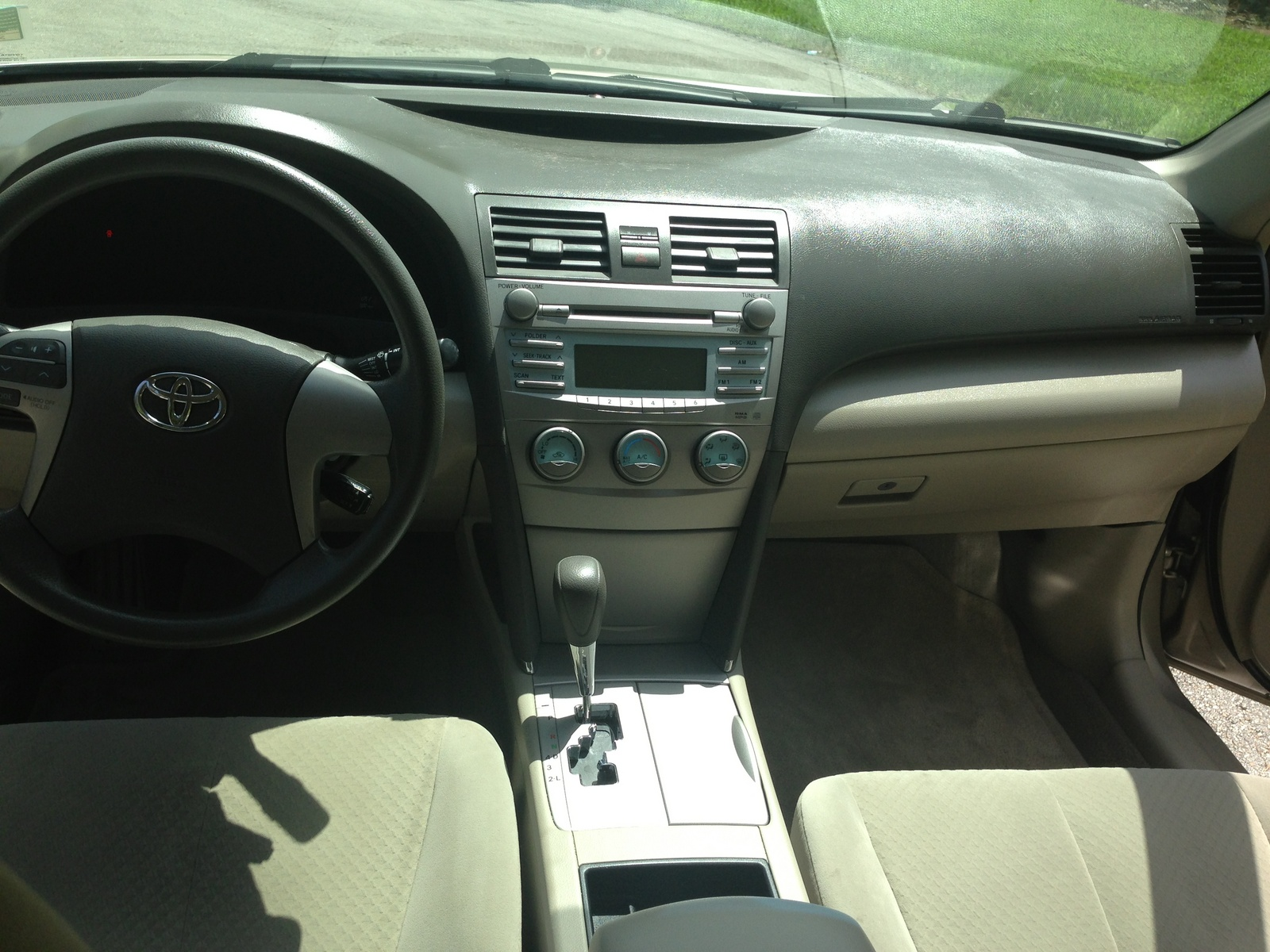 2009 Toyota Camry Le Interior Pictures To Pin On Pinterest Pinsdaddy