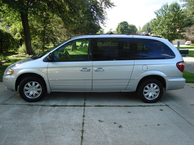 2005 chrysler town country pictures cargurus. Black Bedroom Furniture Sets. Home Design Ideas