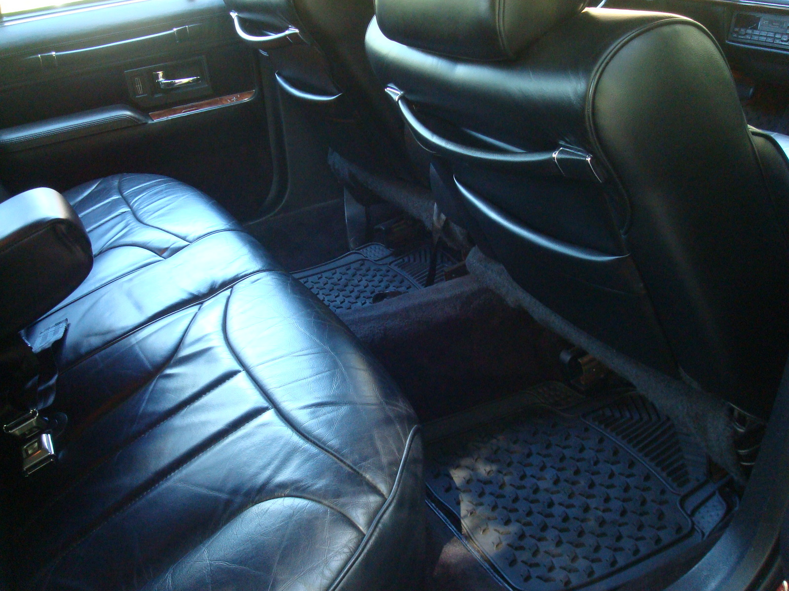1994 lincoln town car pictures cargurus. Black Bedroom Furniture Sets. Home Design Ideas