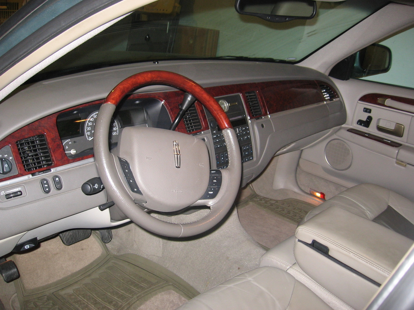 picture of 2005 lincoln town car signature limited interior. Black Bedroom Furniture Sets. Home Design Ideas