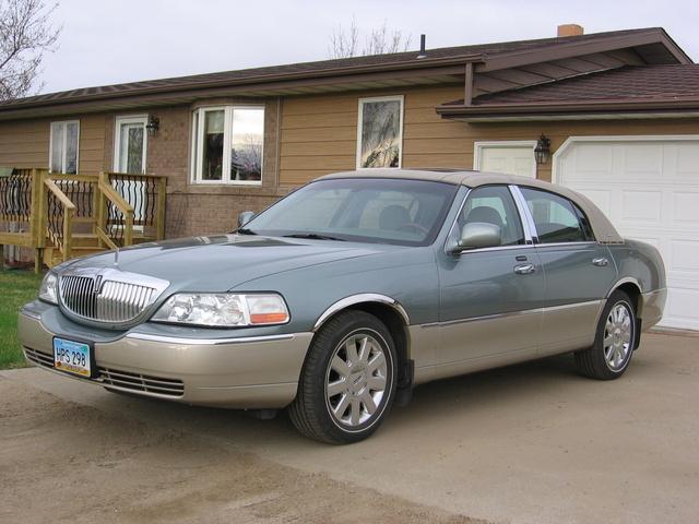 Lincoln Town Car Signature Reviews