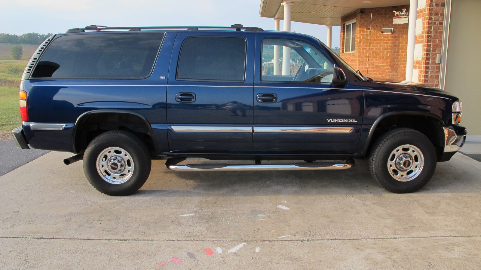Line Art Xl 2002 : Chevrolet suburban  indigo blue metallic