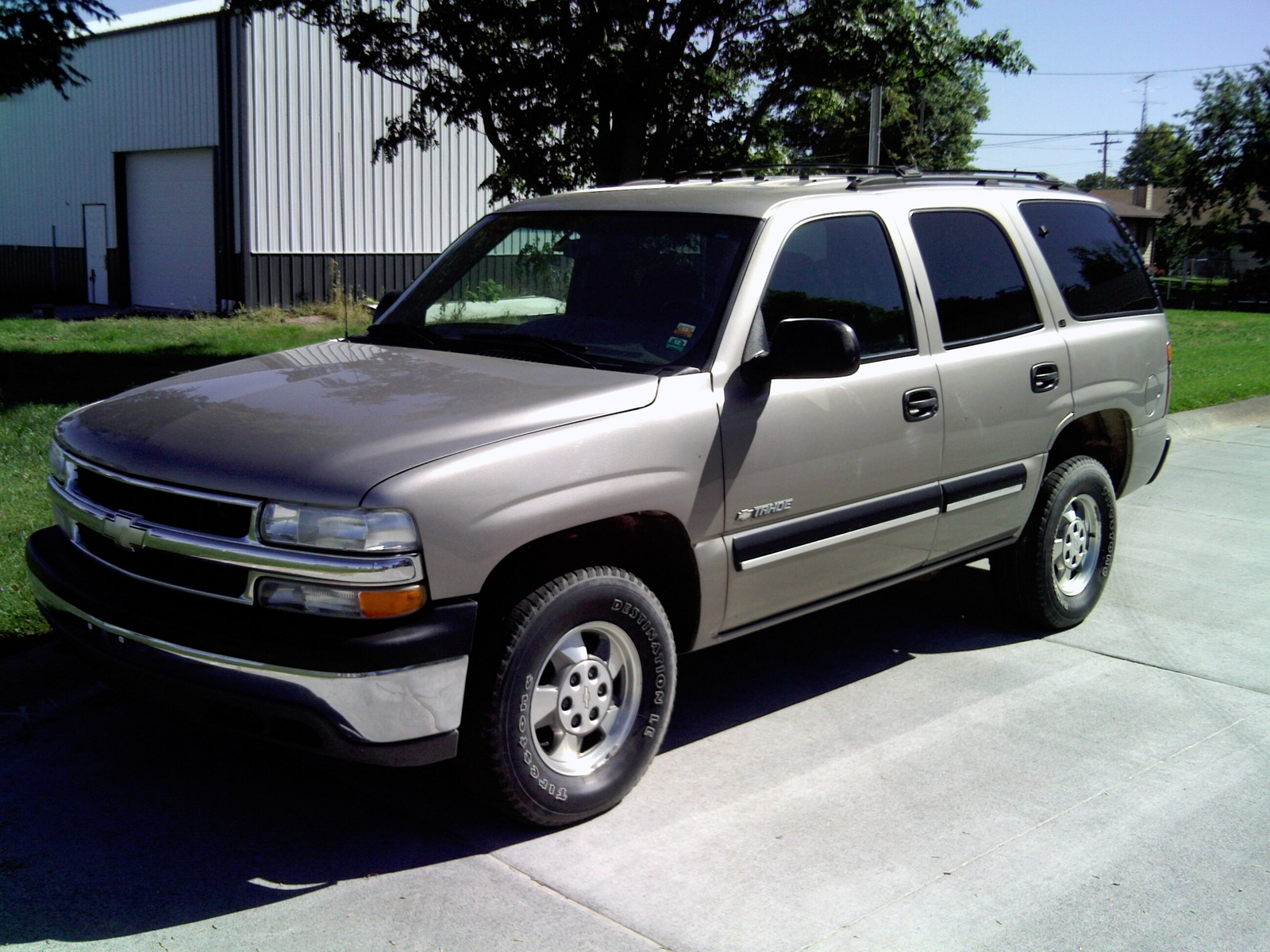 2001 chevrolet tahoe pictures cargurus. Black Bedroom Furniture Sets. Home Design Ideas
